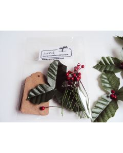 JEMPAK UK® Pack of 10 brown kraft gift tags with artificial Holly leaves & red berries