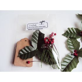 Pack of 20 Brown Kraft Gift Tags with Artificial Holly Leaves & Berries