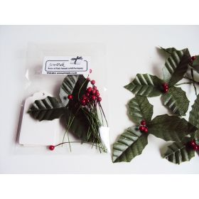 JEMPAK UK® Pack of 10 White gift tags with artificial Holly leaves & red berries