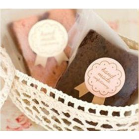 """JEMPAK UK 60 pieces of """"handmade delicious & fresh"""" round Kraft sticky labels with bow tail (3cm dia)"""