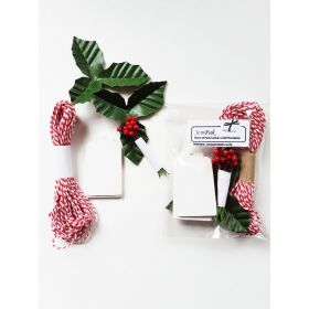JEMPAK UK® Pack of 10 White gift tags with artificial Holly leaves, red berries & 5M red bakers twine
