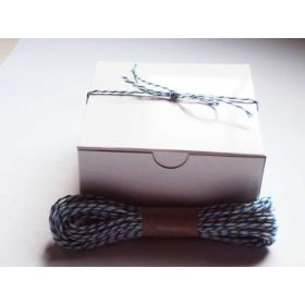 JEMPAK  of 10 white high Gloss Gift/favour boxes with hinged lid (102mm x 102mm x 51mm) with 10M Baker's twine -BLUE