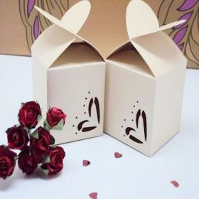 Pack of 10 White heart top favour box (45mm x 45mm x 45mm)