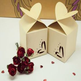 Pack of 10 Ivory heart top favour box (45mm x 45mm x 45mm)