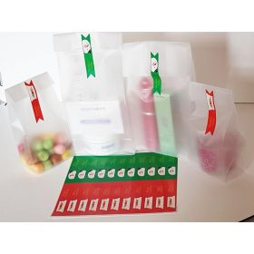 "Pack of 20 Small clear frosted block bottom sweet/party/gift bags (3"" x 2"" x 7"") with rectangular shaped printed Xmas labels"