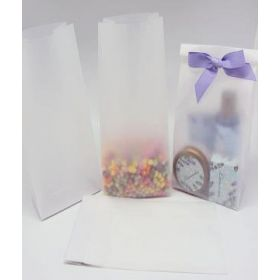 "Pack of 20 Small clear frosted block bottom sweet/party/gift bags (3"" x 2"" x 7"")"