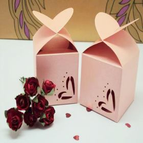 Pack of 10 Pink heart top favour box (45mm x 45mm x 45mm)
